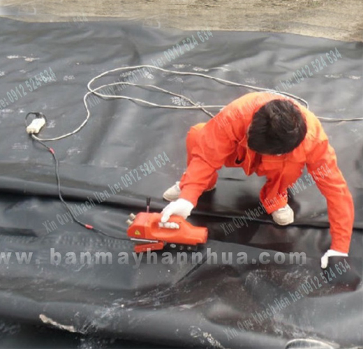Máy hàn nhựa JIT thi công hàn bạt nhựa chống thấm lót ao hồ nuôi tôm